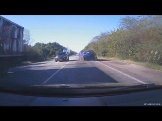 ДТП. под запорожьем В столкновении ВАЗ-2109 С Opel Astra и Honda Accord погибли 2 человека.