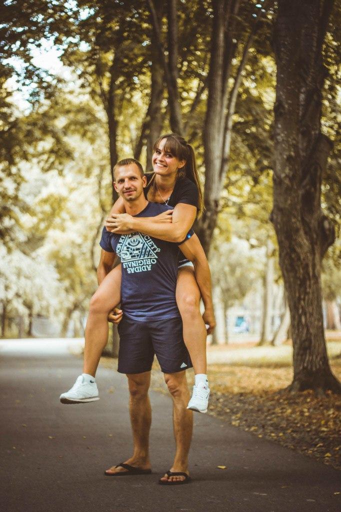 Сексуальная мускулистая спортсменка мощные бедра 15