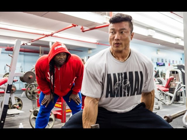 Kyung Won Kang Trains with Kai Greene
