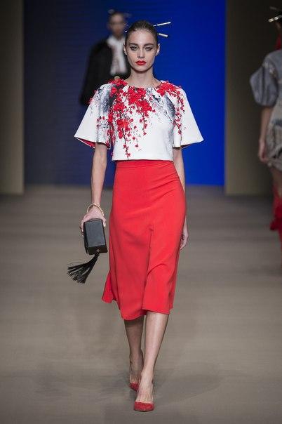 Неделя высокой моды в Милане (Milan Fashion Week). Фото с модного показа новой коллекции Elisabetta Franchi (Элизабетта Франчи) 2015