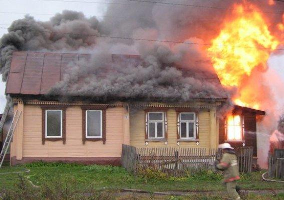 Под Таганрогом горел частный дом и 2,5 тонны сена