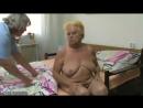 Толстая бабушка с помощью грудастой медсестры мастурбирует пулькой - порно секс сперма жестко анал в пизду хуй негр группа русск