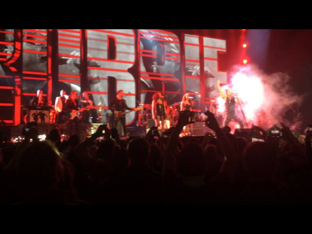 [Minsk 15.04.2015] Robbie Williams - Let Me Entertain You (intro)