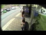 broma a chica mujeres esperando autobus