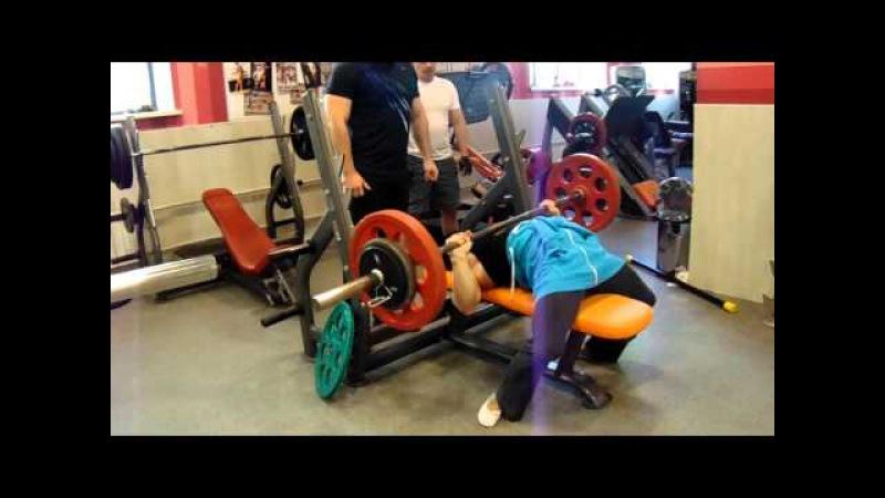 Анжела Кулагина, жим лежа 85 кг на 13 раз (с в 66,2 кг)