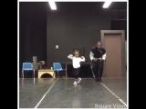 маленькая девочка танцует лучше взрослого дядьки :D