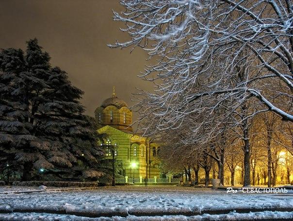 Зимний Севастополь. На фото- Владимирский собор. Фото: Олег Семашко