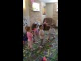 Пока мамы и папы на работе, мы с ребятками танцуем и веселимся!