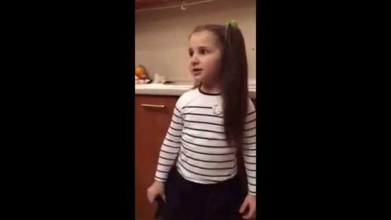 Маленькая девочка юрист