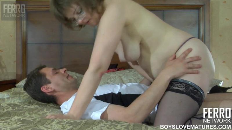 Гараже фото порно видео зрелые тетки заставляют парня угождать им приеме