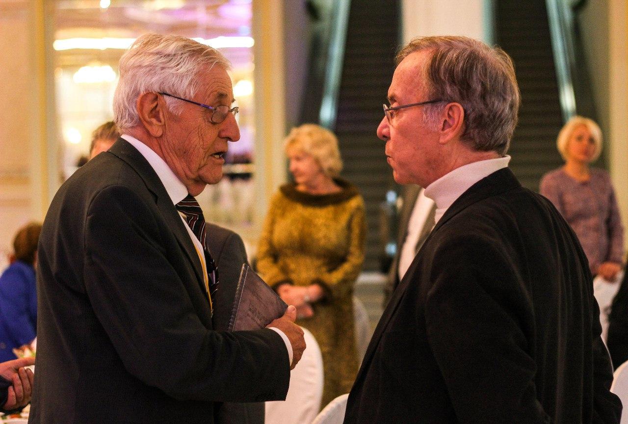 проф. Финке и Рулан