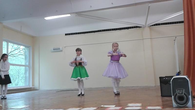 Танец кукол на последнем звонке
