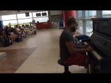 Пианист в аэропорту)
