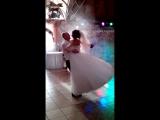 Я з Коханим танцюєм наш перший весільний танець!!!!