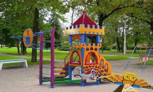 В Армянске построили ещё несколько детских площадок