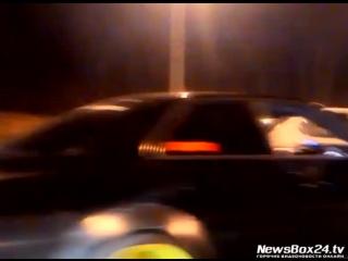 Стритрейсеры устроили нелегальные гонки в центре Владивостока.