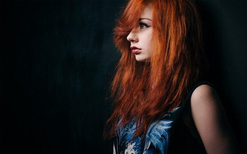 Рыжую девочку трахают вдвоем