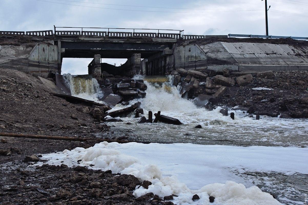 Водосброс плотины в Полазне