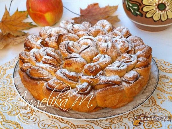 """Яблочный пирог """"Хризантема"""" Вкусный и красивый пирог выполненный в виде цветка """"Хризантемы"""" замечательно подойдёт как для домашнего чаепития так и для праздничного стола."""