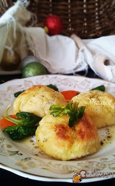 Кропкакор Кропкакор – блюдо шведской кухни, которое подают на новогодний стол. Это картофельные клёцки с начинкой из сала,ветчины и лука (я в рецепте использовала фарш), которые отваривают. Я нашла рецепт, где кропкакор запекают. Получилось очень быстро и вкусно)))