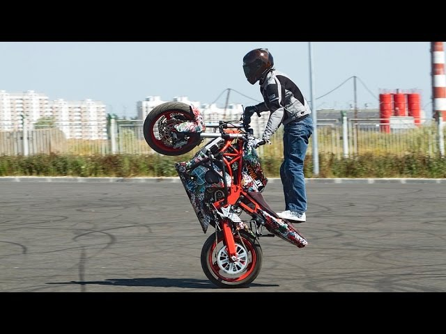 How to Do Wheelie Seat Stander on Motorcycle