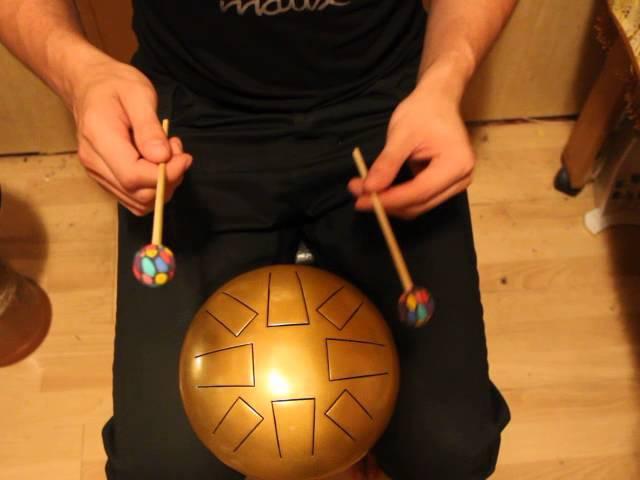 Как играть на глюкофоне (Отличный инструмент для детей. Между барабаном и ксилофоном)