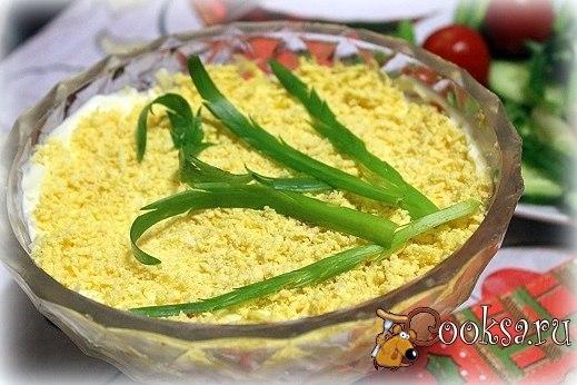 Салат с курицей и грибами Вкусный и сытный салат для праздничного стола.