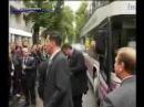 В Януковича кинули яйцо он упал| HIstory Porn