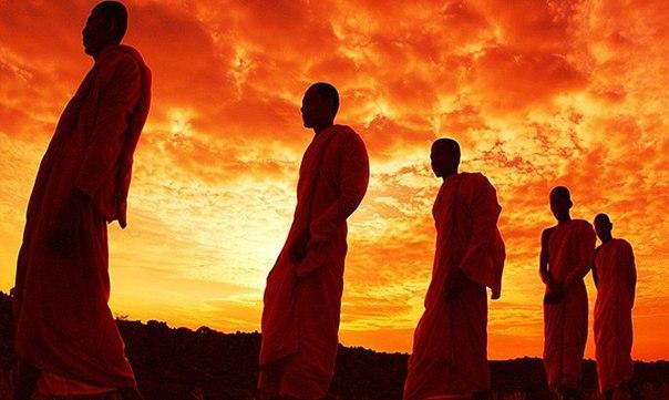 Повседневная жизнь и практика западных буддистов (4 фото)