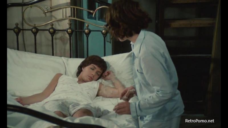 фото между ног у спящей мамой