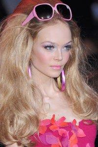 Мастер дискуссии.  2. понравился такой макияж и образ Барби. dankors.