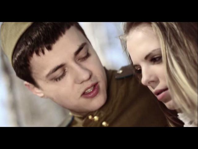 На позицию девушка провожала бойца Огонёк War songs Girl accompanied soldier at the front