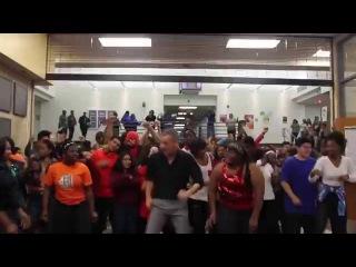 A. Maceo Smith New Tech High School - Uptown Funk Dance