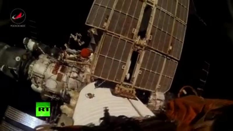 Kozmická prechádzka ruských kozmonautov Gennadija Padalki a Michaila Kornienko