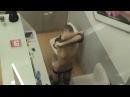 Пацаны засняли голую девку в торговом центре!Спалила)))
