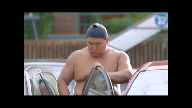 Прикол! Крутые сумоисты на парковке ...и Форд Фокус
