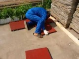 Укладка площадки из резиновой плитки