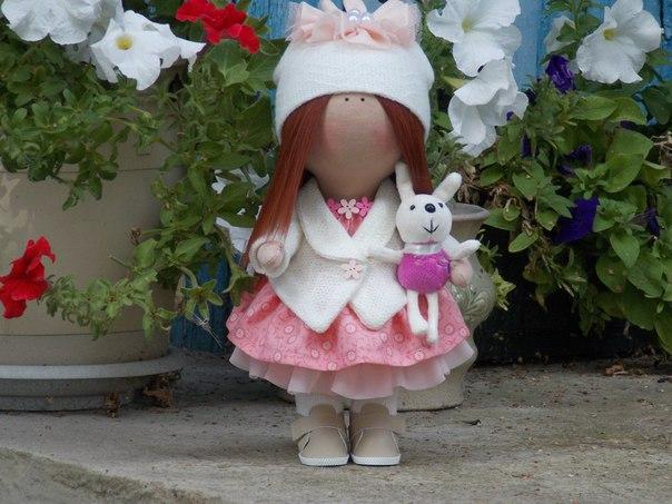 малышка с зайкой (3 фото) - картинка