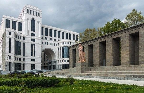 Глава МИД Армении и посредники по Карабаху обсудили возможность продвижения исключительно мирного процесса урегулирования