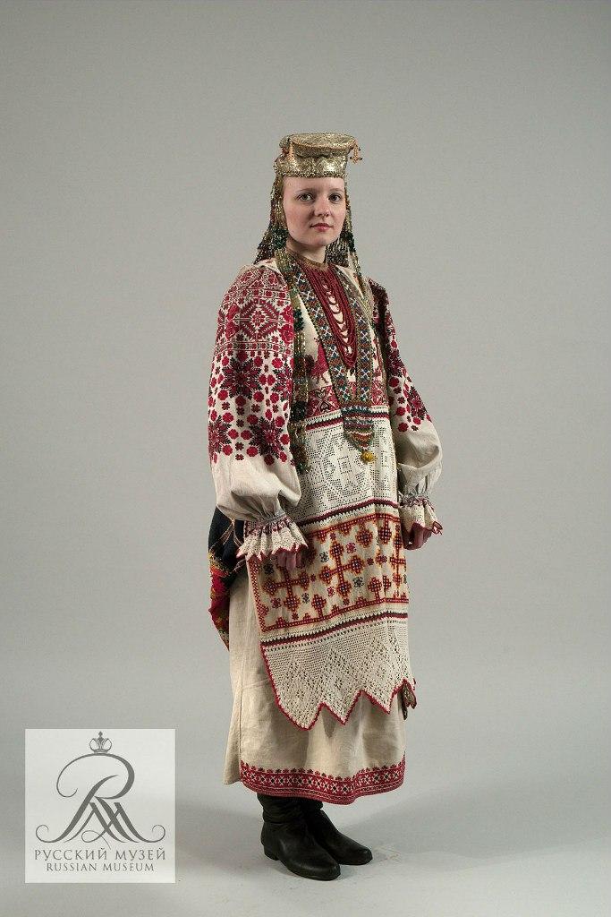 И костюмы для молодой женщины