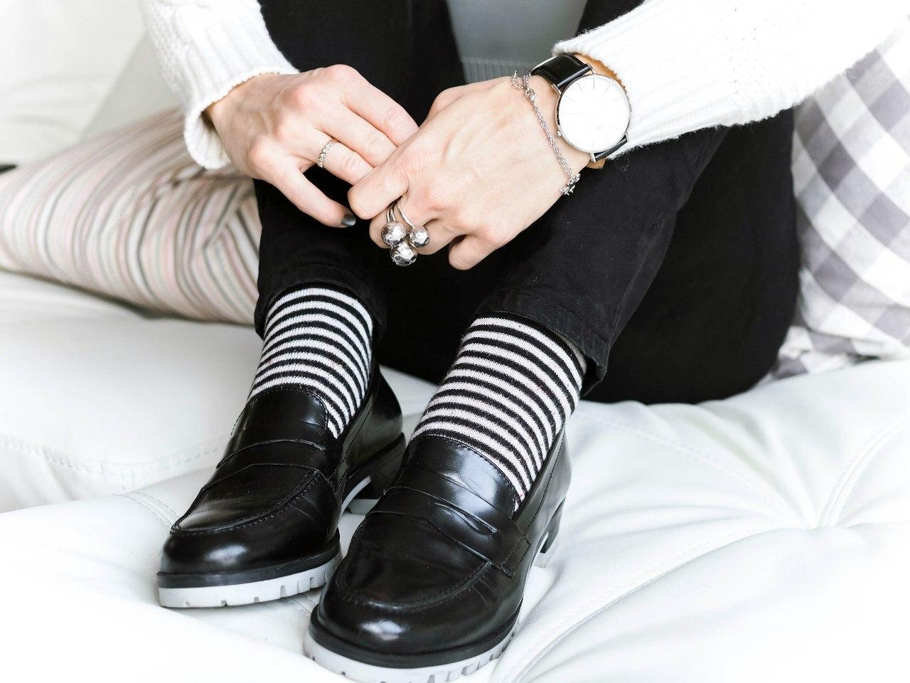 Туфли оксфорды с цветными носками