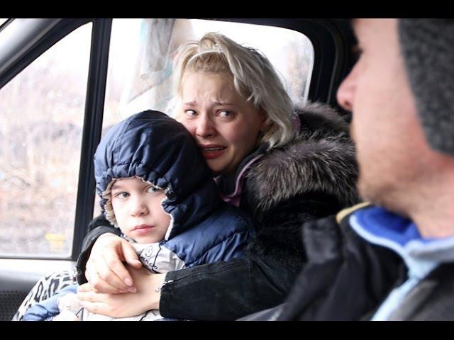 3 февраля 2015 Углегорск Жителей Углегорска ополченцы выводят из города под обстрелом ВСУ смотреть онлайн без регистрации