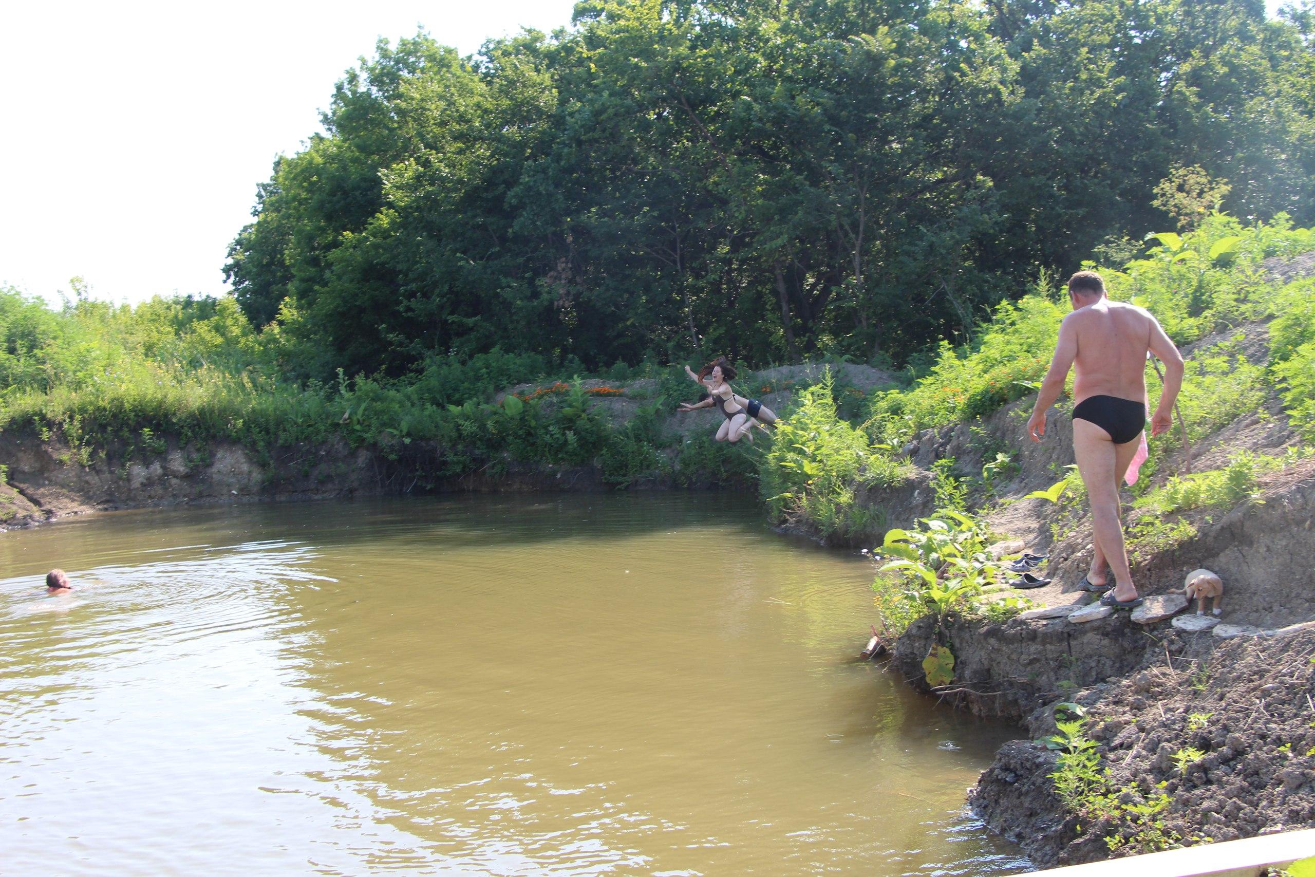 После йоги купание в нашем пруду! =) Фото 18 июля 2015 года =)