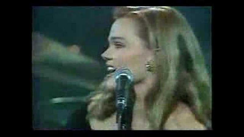 Belinda Carlisle - Heaven Is A Place On Earth (Live 87)