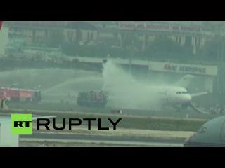 Самолет Turkish Airlines экстренно сел в Стамбуле из-за возгорания в двигателе
