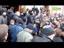 Митингующие побили евромайдановцев и поставили их на колени