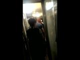 Поезд 147 - 28.04.2015г. Проводник бьёт пьяного пассажира!