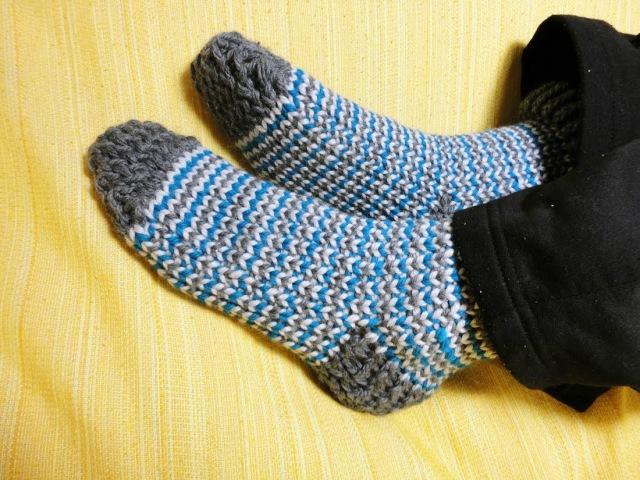 How to Loom Knit Socks (DIY Tutorial)