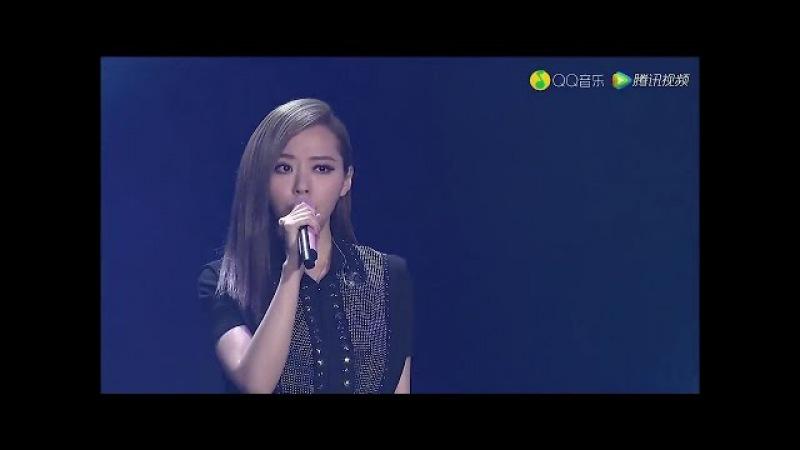 張靚穎 QQ音樂盛典 演唱《All of Me 終於等到你 BANG BANG 冬天裏的一把火》