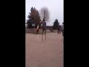 Играем в жмурки на ходулях. Догадайтесь, кто водит
